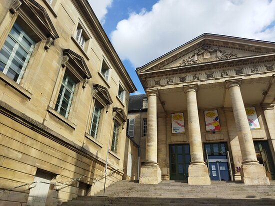 Entrée du Palais par la Place Alphonse Lepetit