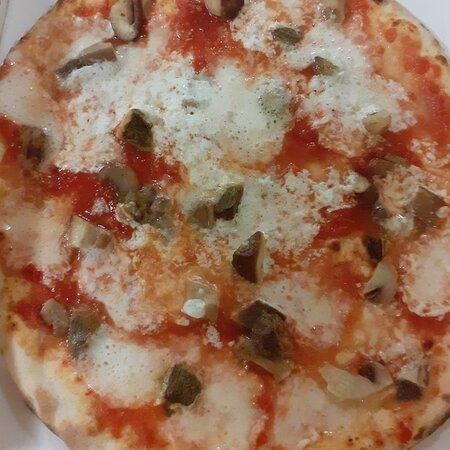 Pizza funghi porcini e burrata