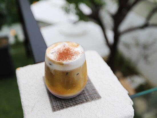 دايجو, كوريا الجنوبية: 대구 달서구 송현동에 위치한 신상카페 다다일팔 주택을 개조한 카페인데 분위기 정말 힙해요~ 비내리는날 2층에서 내려다보는 풍경이 멋져요^^