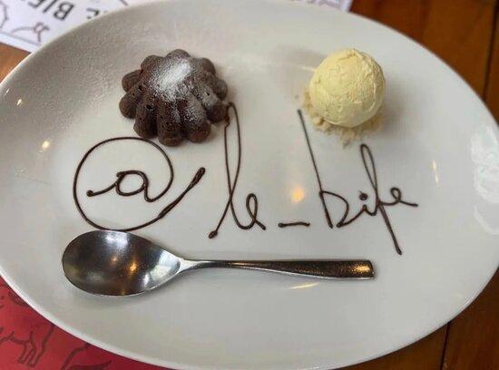 Pétit Gateau de Chocolate com Sorvete de Creme Diletto