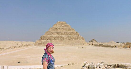 Imhotep resolveu inovar, ampliou a mastaba do faraó Djoser e acabou criando a primeira pirâmide da história.