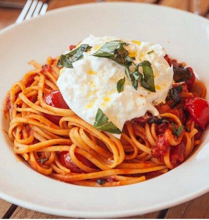 Linguine sauce tomatée de la Mama aux tomates cerises et Burrata crémeuse