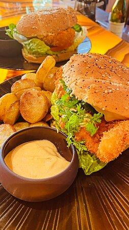 Burger de Poulet croustillant au panko, mayonnaise chili garlic, coriandre