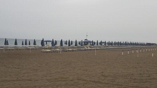 bagni Sirena (a pochissimi metri dal hotel Etrusconia)