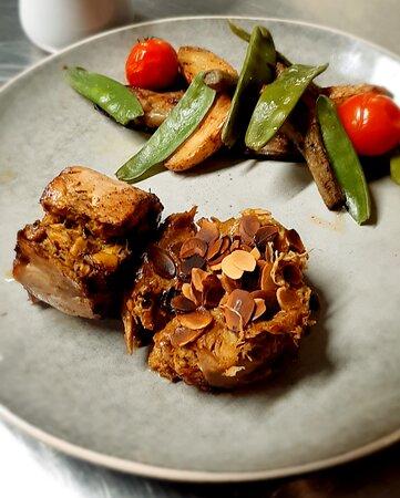 Poulet Korma en deux façons, rattes & artichauts poivrades.