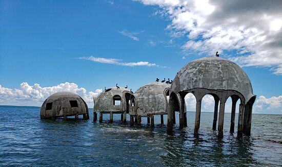 Cape Romano Shelling and Sightseeing Boat Tour from Marco Island: San Romano dome house -- what is left of it.