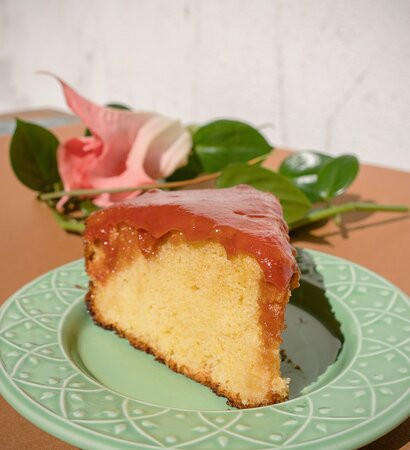 Bolo de Fubá mimoso com cobertura de goiabada