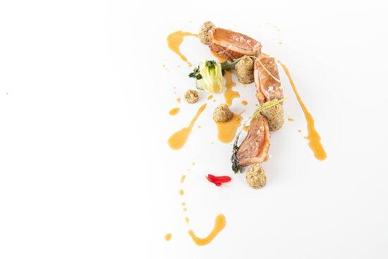 """Petto d'anatra """"Moulard"""" cotto al rosa con salsa alla """"Birra 1816″ di Livigno, polenta taragna e pak-choi"""