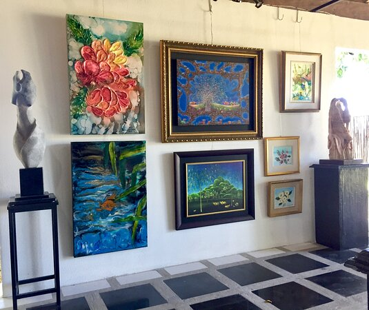 Paintings and sculptures by various Costa Rican artists