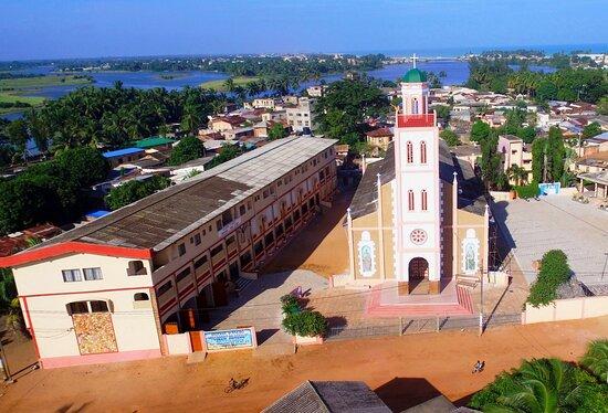 Cathédrale d'Aného au Togo , les couleurs sont à l'honneur !!//Aného Cathedral in Togo, colors are in the spotlight !!