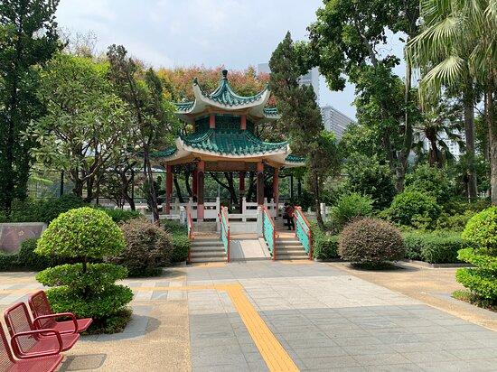 Lai Chi Kok Park - traditional pavilion