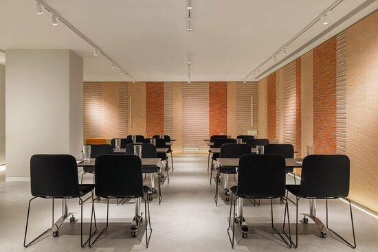 Studio Classroom Meeting Room