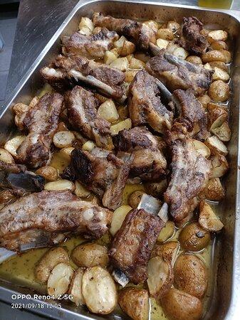 Lestizza, Ιταλία: Costa di maiale al forno e patate di nostra produzione