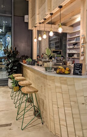 Un bar proposant des produits artisanaux, bio et locaux.