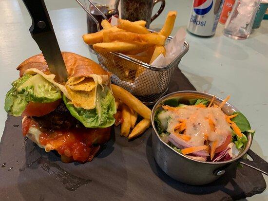 mac n cheese and chilli nacho burger