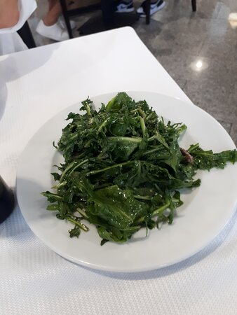 Cicoriella all'agro con alici aglio e olio