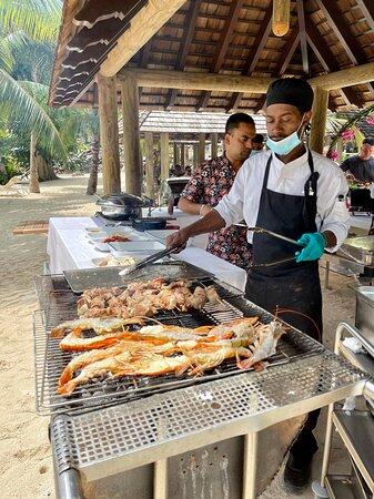 Grill. Barbecue sur la plage du Reef