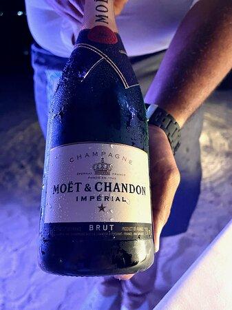 Dîner privatif au champagne sur la plage
