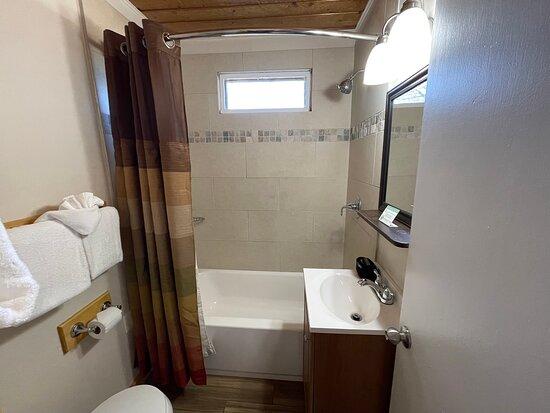 Petite 2 Queen - Bathroom