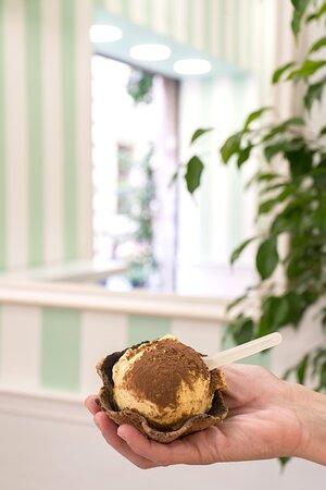 Mastro Cono ti aspetta per provare la nostra cialda a forma di coppetta con i tuoi gusti preferiti!