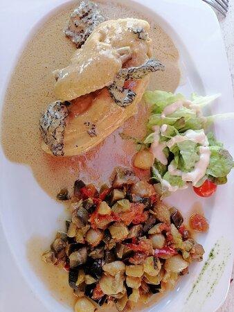 poulet sauce Morilles accompagnée de petits lègumes