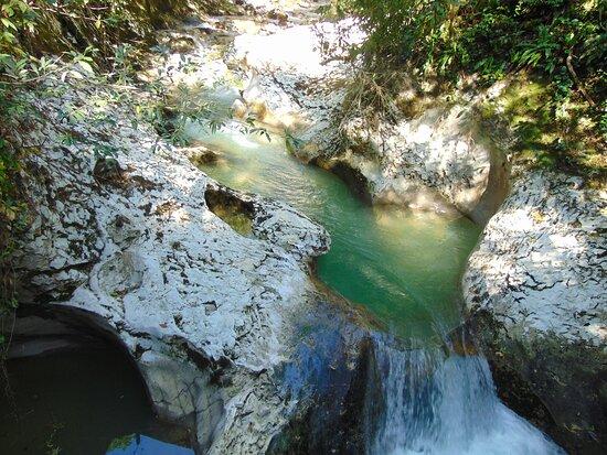 Красивые небольшие водопады