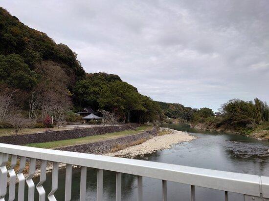 鷹栖つり橋上から見た景色