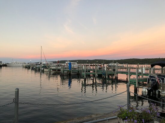 Nice little park at the marina. Restrooms available and a pavilion where they host a farmers market during the week, so we'll check that out. We got into town late, in time to enjoy dinner and stop here to catch a sunset before heading back to our cabin.