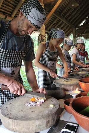 Guests enjoying cooking during cooking class @ Natti's