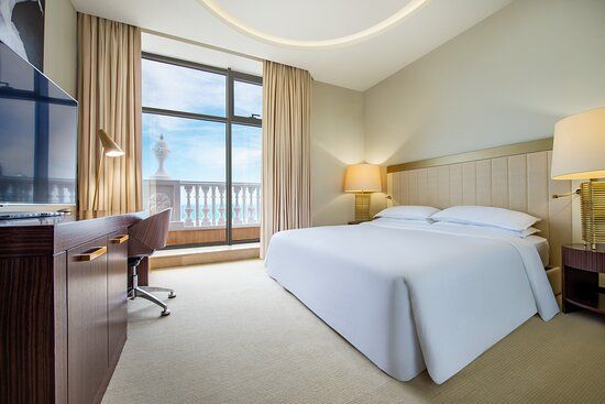Sheraton Terrace Suite - King Bedroom