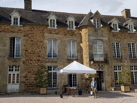 Magnifique demeure, Monsieur Le comte  De Lorgeril permet sa visite lors des Journées du Patrimoine