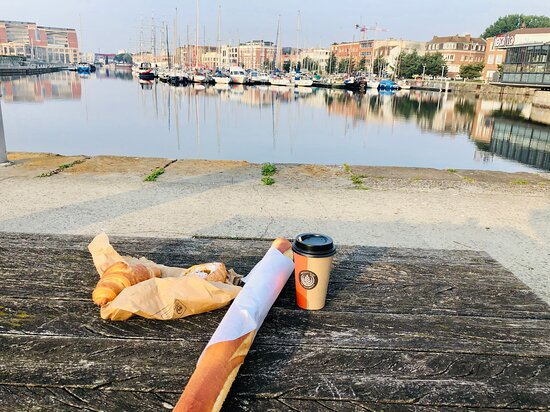 Dunkirk, França: Happiness of the morning / coffee , food, the Sun raise and the stunning view
