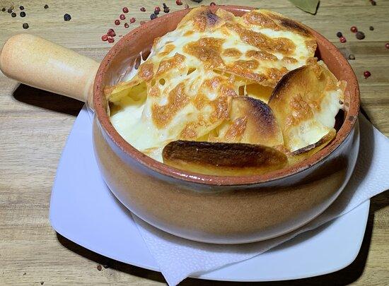 Grilled Potato Chips with Mozzarella