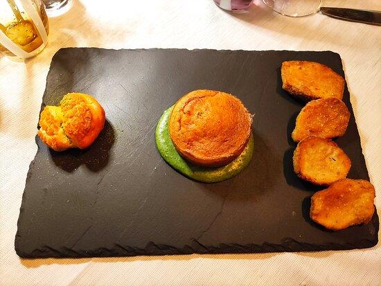 Cortina d'Ampezzo - Baita Fraina, antipasto tortino ai funghi porci con fonduta alle ortiche, bignè ripieno di porcini e porcini fritti