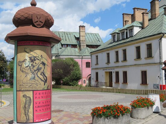 PL: Rzeszów; Altstätter Synagoge (Bildmitte)
