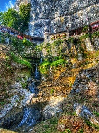 Entrée des Grottes , St.-Beatus