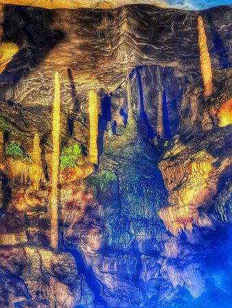 Stalamites , Grottes St.-Beatus