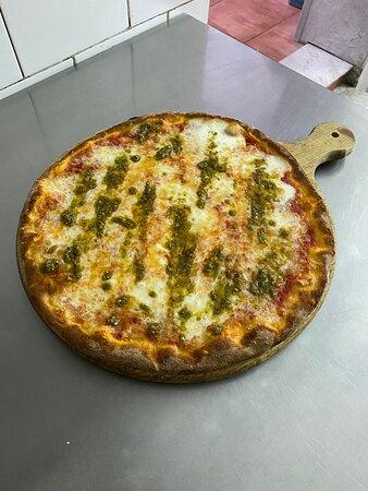 Pizza Margherita con pesto