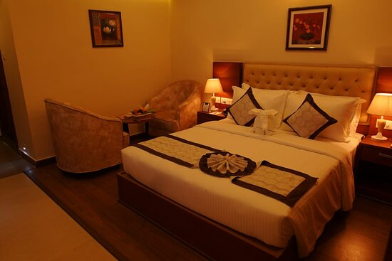 Kannur International Airport: Family Suite Our luxury four-star facility offered Deluxe Single/Double rooms, junior Suite Single double, Family suite, which are designed for comfort and facilitated to meet the needs of the modern traveler