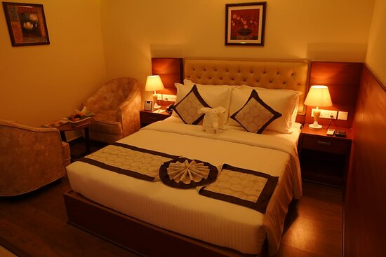 Kannur International Airport: Deluxe Double Room. Our luxury four-star facility offered Deluxe Single/Double rooms, junior Suite Single double, Family suite, which are designed for comfort and facilitated to meet the needs of the modern traveler.  Each of our 53 rooms has a unique, elegant & luxurious interior. Premium comfortable beads with fine lines and sumptuous comfort ensure a relaxing night's rest.