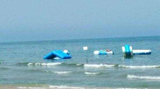 Giochi gonfiabili in mare