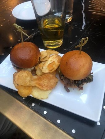 BEEF SHORT RIB SLIDERS Roasted Poblano Peppers, Caramelized Onions, Chimichurri, Pepper Jack Cheese