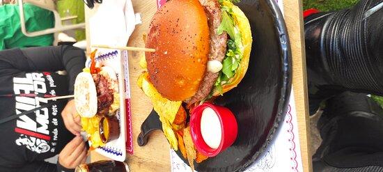 Un lugar espectacular! Sé come muy muy bien. Las hamburguesas son exquisitas y el trato muy bueno!! Si volvemos a Braga repetiremos.