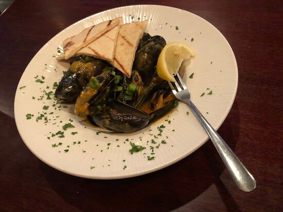 P.E.I. MUSSELS (SS): garlic wine or thai red curry sauce, grilled pita.  Very FRESH and the sauce was amazing!