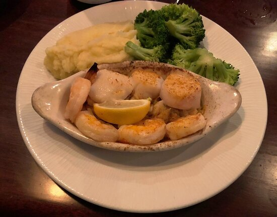 JUST SEAFOOD (GF) jumbo shrimp | sea scallops | lump crab meat | broiled with lemon + butter + white wine | sprinkled with old bay.