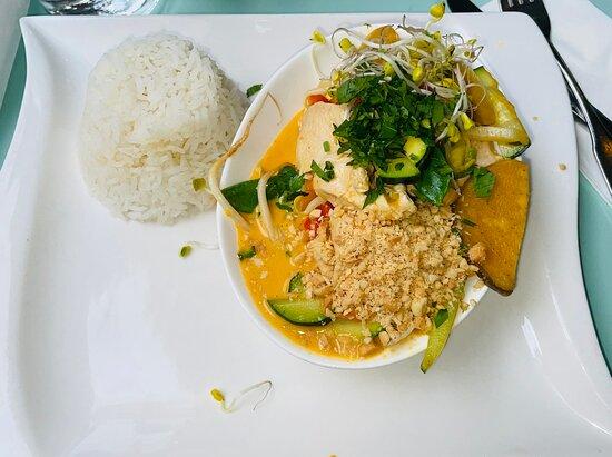 Thaicurry und Kirschkuchen mit Schokostreusel