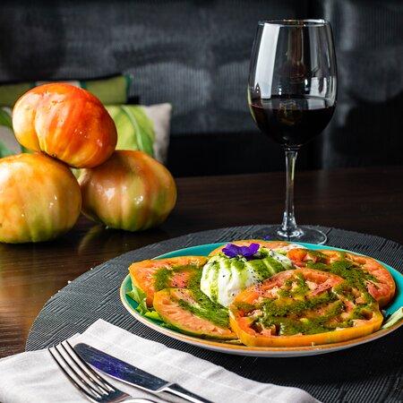 Tomate Ecológico con Mozzarella di Bufala y su Basílico