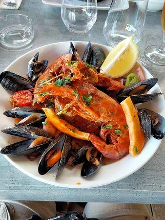 Porticcio, Prancis: Super content de ce restaurant où l'assiette du pêcheur est extra (voir photo) sans oublier les desserts avec un café liégeois excellent. Le tout avec des serveurs sympa