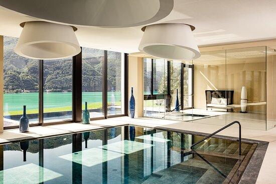 Indoor sports pool (20 m)