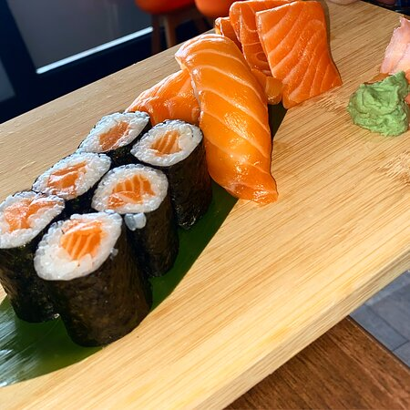 Dunstable, UK: Salmon Sushi Set